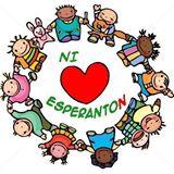 Ni amas Esperanton